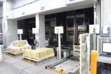 東大阪営業所1階にある自動倉庫の搬出入口