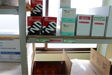 作業で使用する備品のストック棚